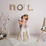 Mini séance noël Ambre décor scandinave photographe caen studio thury harcourt photos noel enfant