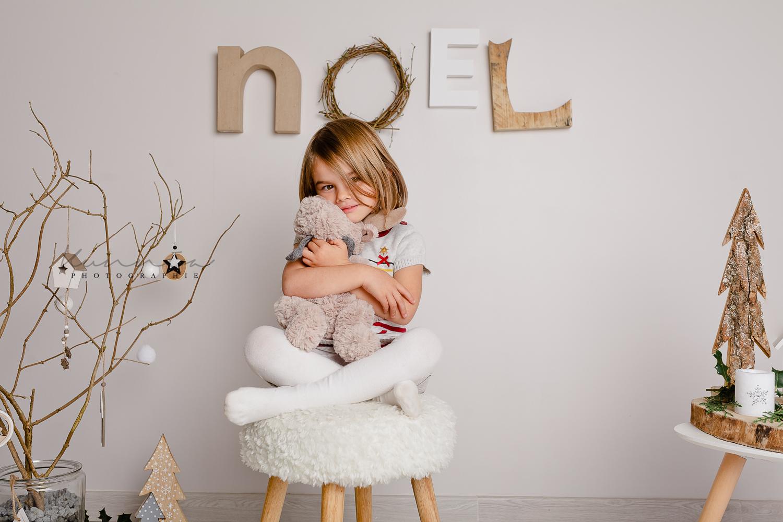 Mini séance noël Ambre décor scandinave photographe caen studio thury harcourt photos noel enfant