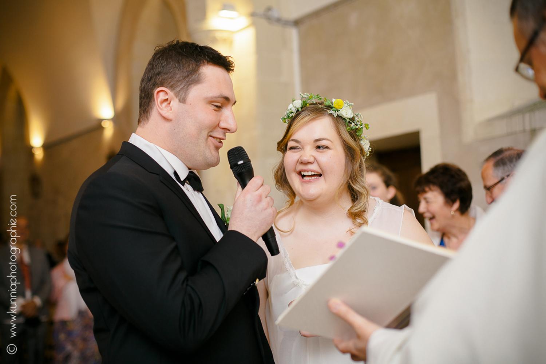 Mariage champetre à la grange d'espins par Kunnia Photographie photographe mariage normandie rires eglise