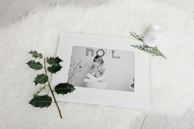 Mini séance noël Ambre décor scandinave photographe caen studio thury harcourt photos noel enfant tirages d'art