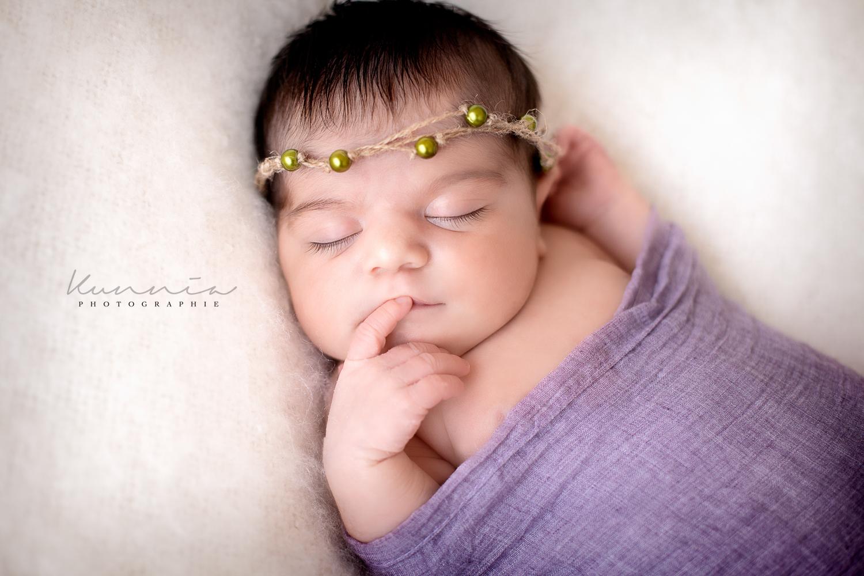 Séance photo nouveau né en studio anne geddes bébé qui dort
