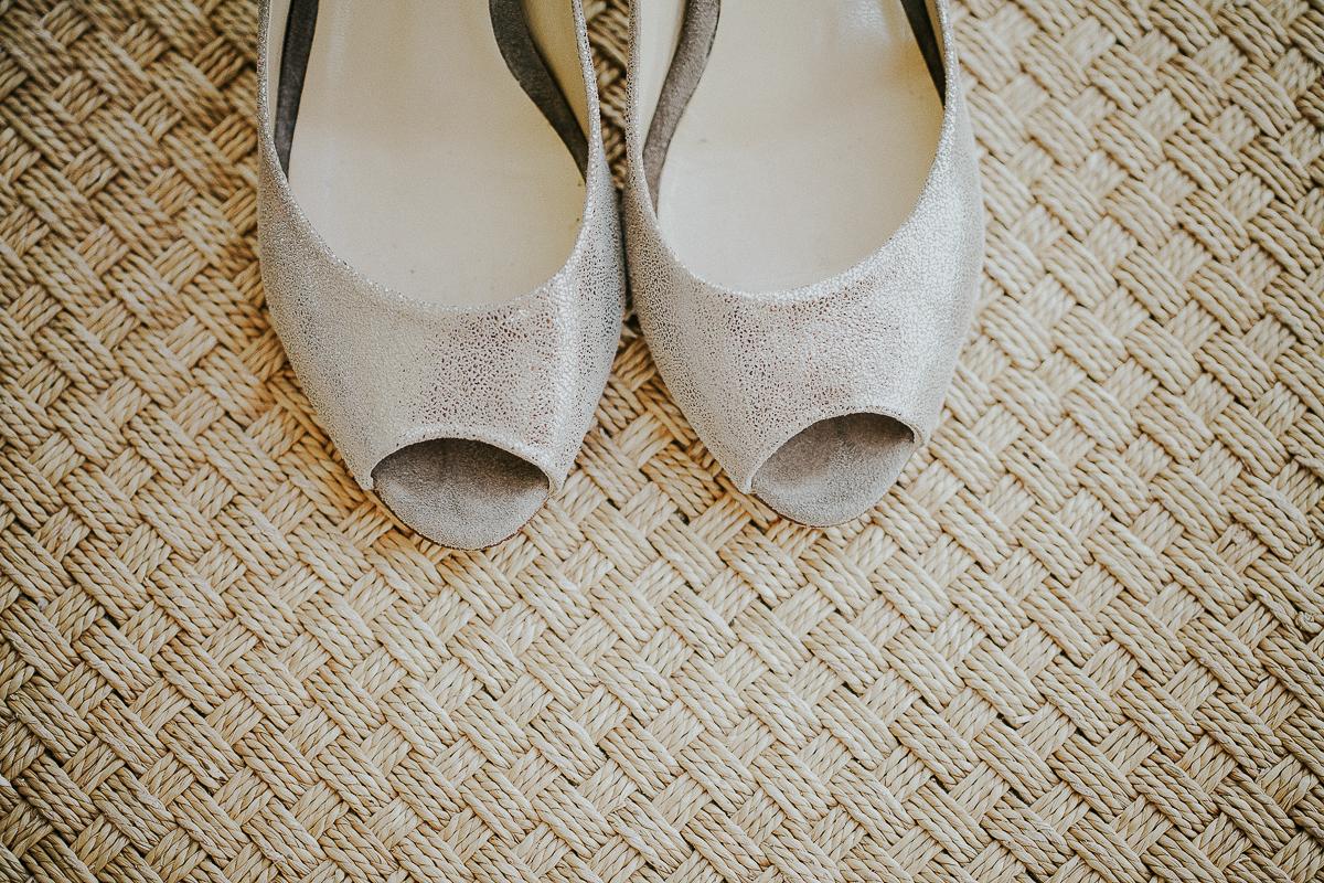 mariage franco finois à la grange du mesnil varin à Saint Paër en seine maritime chaussures argentés