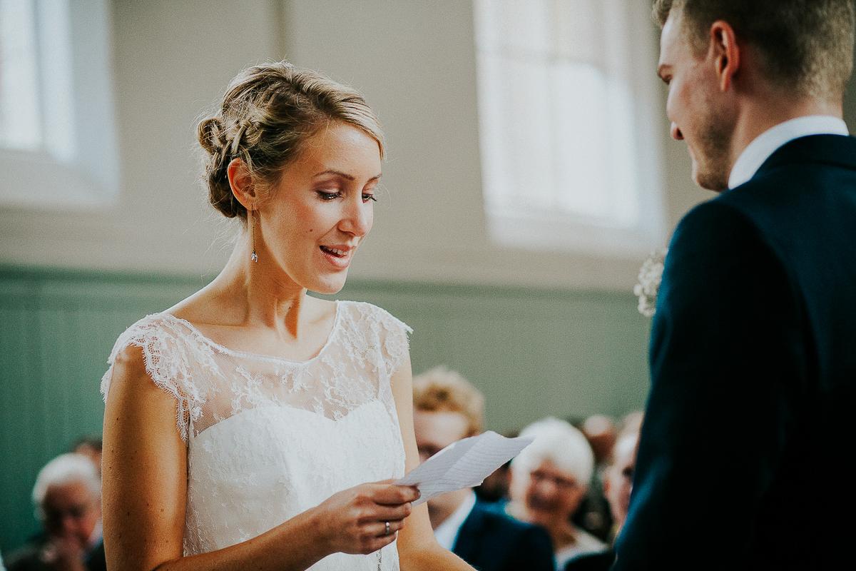 mariage franco finois à la grange du mesnil varin à Saint Paër en seine maritime marié finois