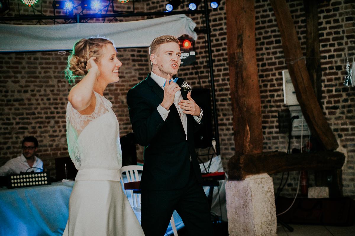mariage franco finois à la grange du mesnil varin à Saint Paër en seine maritime soirée de mariage émotion danse rires