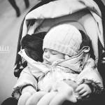 Bébé qui dort dans sa poussette Caen Calvados photographe spécialiste enfant