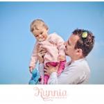 complicité père fille plage de port en bessin bébé 13 mois